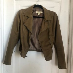 Brown jacket with lining and zipper detail